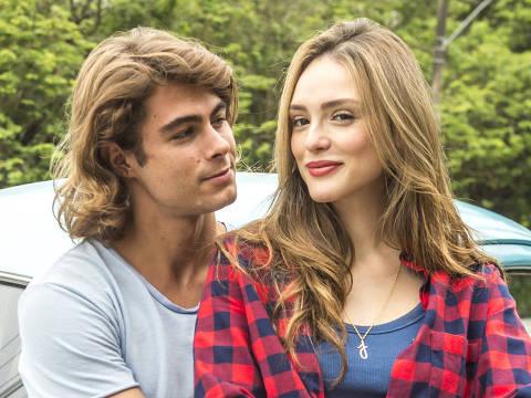 'Verão 90': Manuzita (  Isabelle Drummond ) e João ( Rafael Vitti )