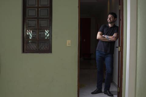 SAO BERNARDO - SP - 15.02.2019 - Retrato do Raphael Messagi, ele mora em São Bernardo, mas acaba de comprar um apartamento no Ipiranga. Matéria vai falar sobre a classe média voltando ao mercado imobiliário. .  (Foto: Danilo Verpa/Folhapress, COTIDIANO)