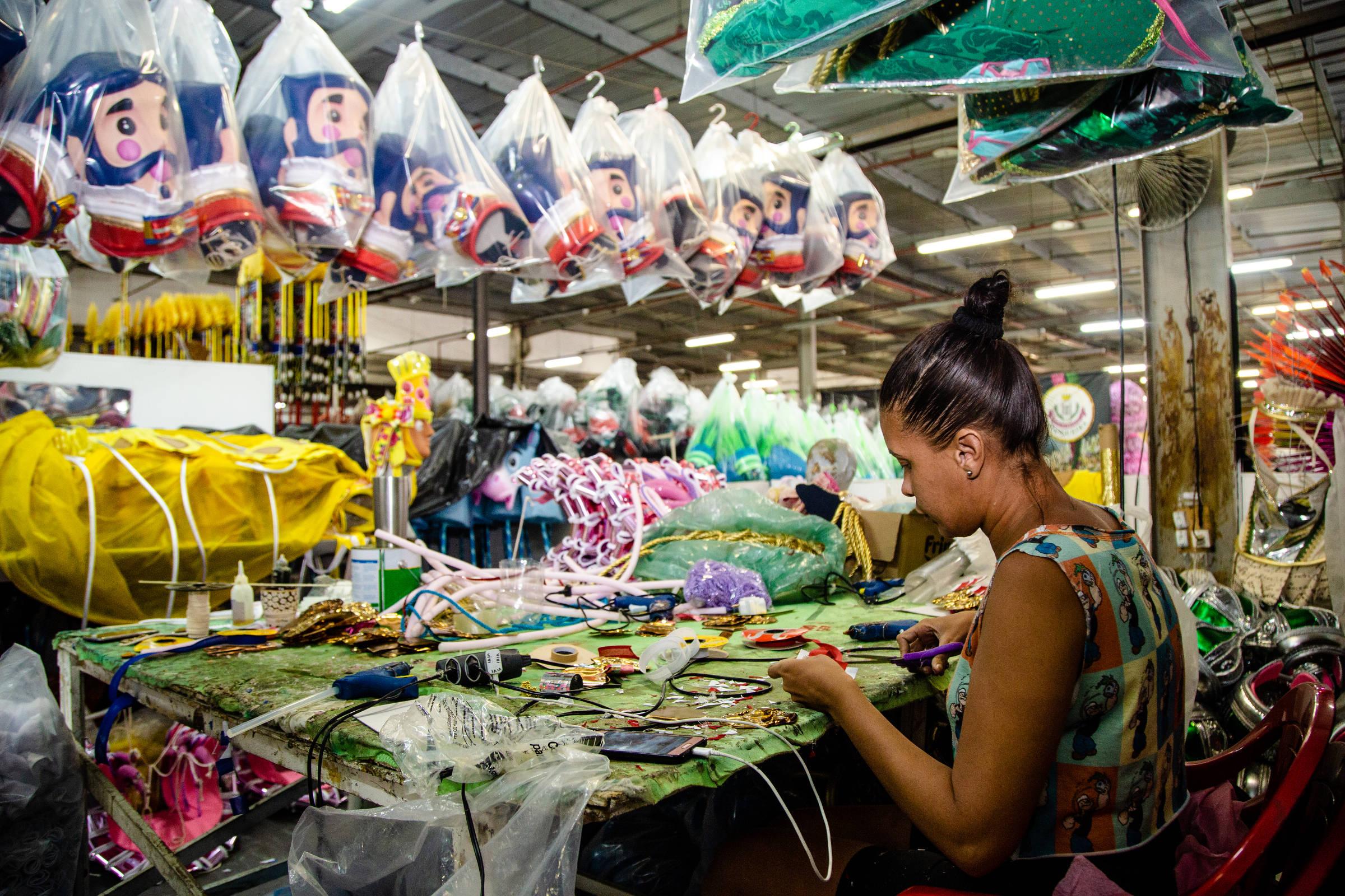 No Rio, Mangueira aposta em Carnaval anticonservador