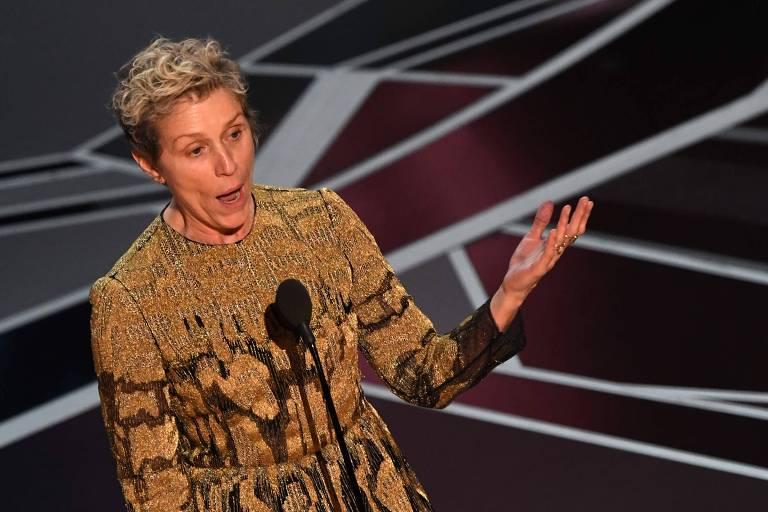 Atriz Frances McDormand recebe o Oscar