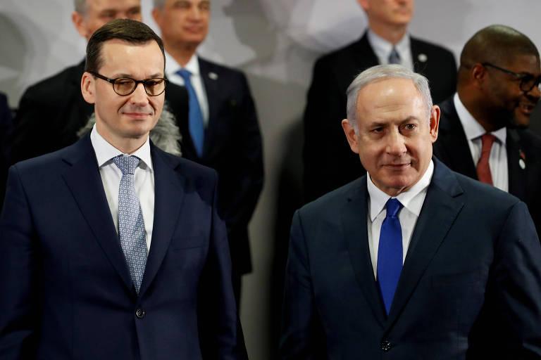 O primeiro-ministro da Polônia, Mateusz Morawiecki (esq.), com o premiê de Israel, Binyamin Netanyahu, em encontro em Varsóvia no último dia 14