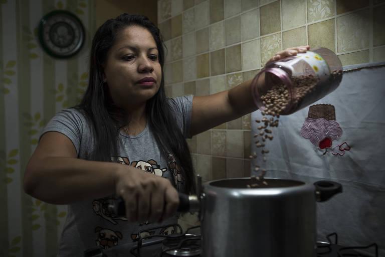 A agente de relacionamento Lecy de Nilo Rebouças foi comprar feijão-carioca em um hipermercado do Jaçanã e se assustou com o preço
