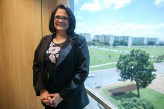 A ministra Damares Alves (Mulher, Família e Direitos Humanos), em seu gabinete