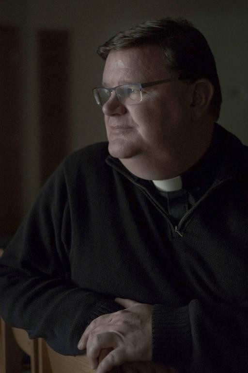 Greg Greiten, um padre católico da da igreja americana que relatou sua opção à sua comunidade no ano passado