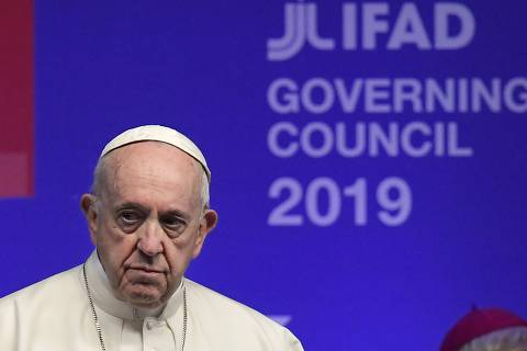 Pope Francis arrives to address the Governing Council of the International Fund for Agricultural Development (IFAD), a Rome-based United Nations agency, on February 14, 2019 in Rome. (Photo by Tiziana FABI / AFP)