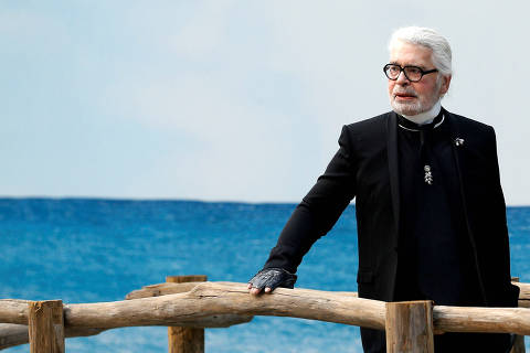 FILE PHOTO: German designer Karl Lagerfeld appears at the end of his Spring/Summer 2019 women's ready-to-wear collection show for fashion house Chanel during Paris Fashion Week in Paris, France, October 2, 2018. REUTERS/Stephane Mahe/File Photo ORG XMIT: PAR203