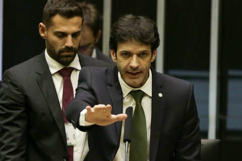 Mensagem contradiz versão de ministro e revela cobrança para desvio de verba eleitoral