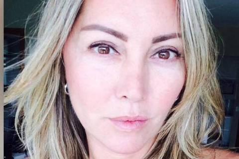RIO DE JANEIRO,RJ - 17/2/2019 - Elaine Perez Caparroz, de 55 anos, foi espancada por quase quatro horas e está internada num hospital particular no Rio, em observação. Passou por exames de tomografia que apontaram fraturas pelo rosto, e vai precisar de cirurgia reparadora. O agressor é Vinícius Batista Serra, de 27 anos. Elaine disse que o conhecia pelas redes sociais e que os dois trocavam mensagens há cerca de oito meses, até marcarem o primeiro encontro: um jantar na casa dela. (FOTO: Reprodução/TV Globo)