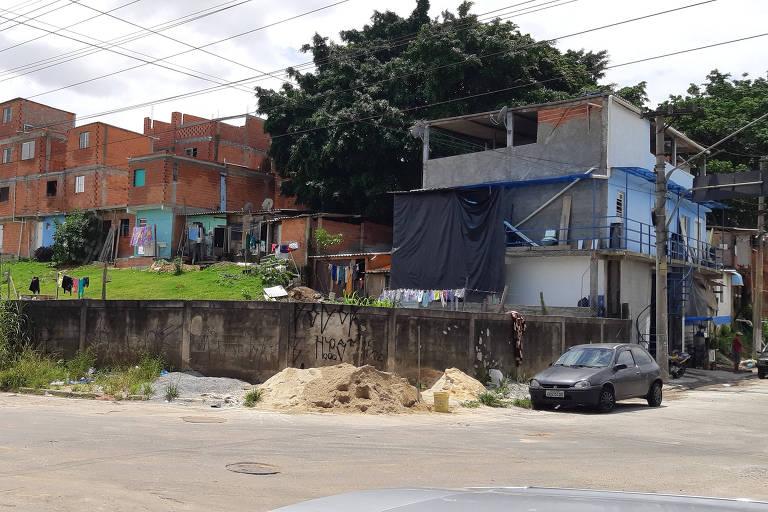 Terreno da prefeitura que abrigava carros recolhidos e foi invadido na Vila Prudente