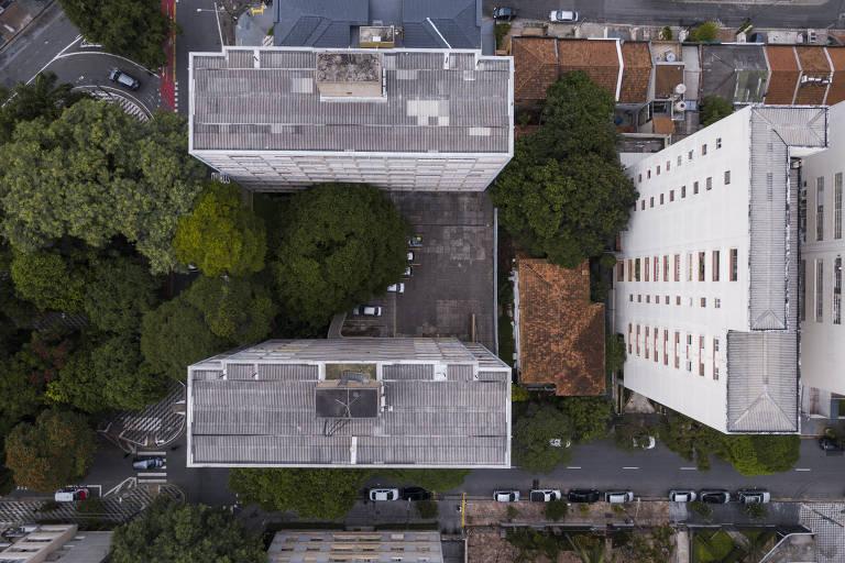 Praça Vilaboim e edifício Louveira