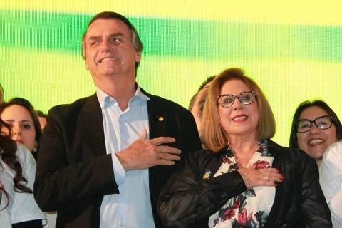 Carmen Flores, que concorreu ao Senado pelo PSL no Rio Grande do Sul, ao lado do então presidenciável Jair Bolsonaro ORG XMIT: RAT_R_grjzUSPSLf7OXA