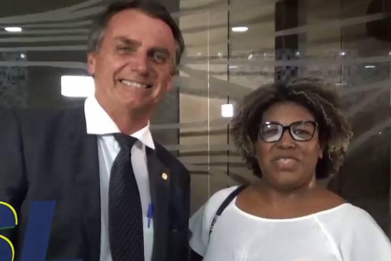 Em vídeo, a candidata nas últimas eleições a deputada estadual pelo PSL, Cleuzenir Barbosa, e Jair Bolsonaro aparecem juntos em Brasília