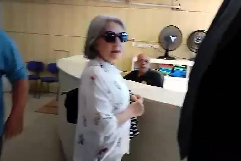 Candidata laranja que recebeu R$ 400 mil do PSL em Pernambuco chega para depoimento à Polícia Federal no Recife