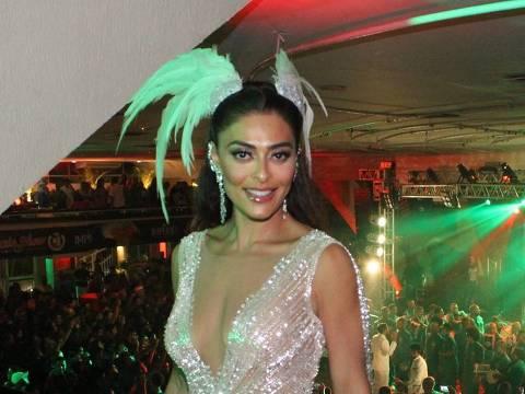 Juliana Paes no ensaio da escola de samba Grande Rio