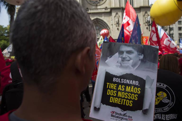 SAO PAULO - SP - 20.02.2019 - Sindicalistas duranta protesto na Praça da Sé, em São Paulo, contra a reforma da Previdência. (Foto: Danilo Verpa/Folhapress, MERCADO)