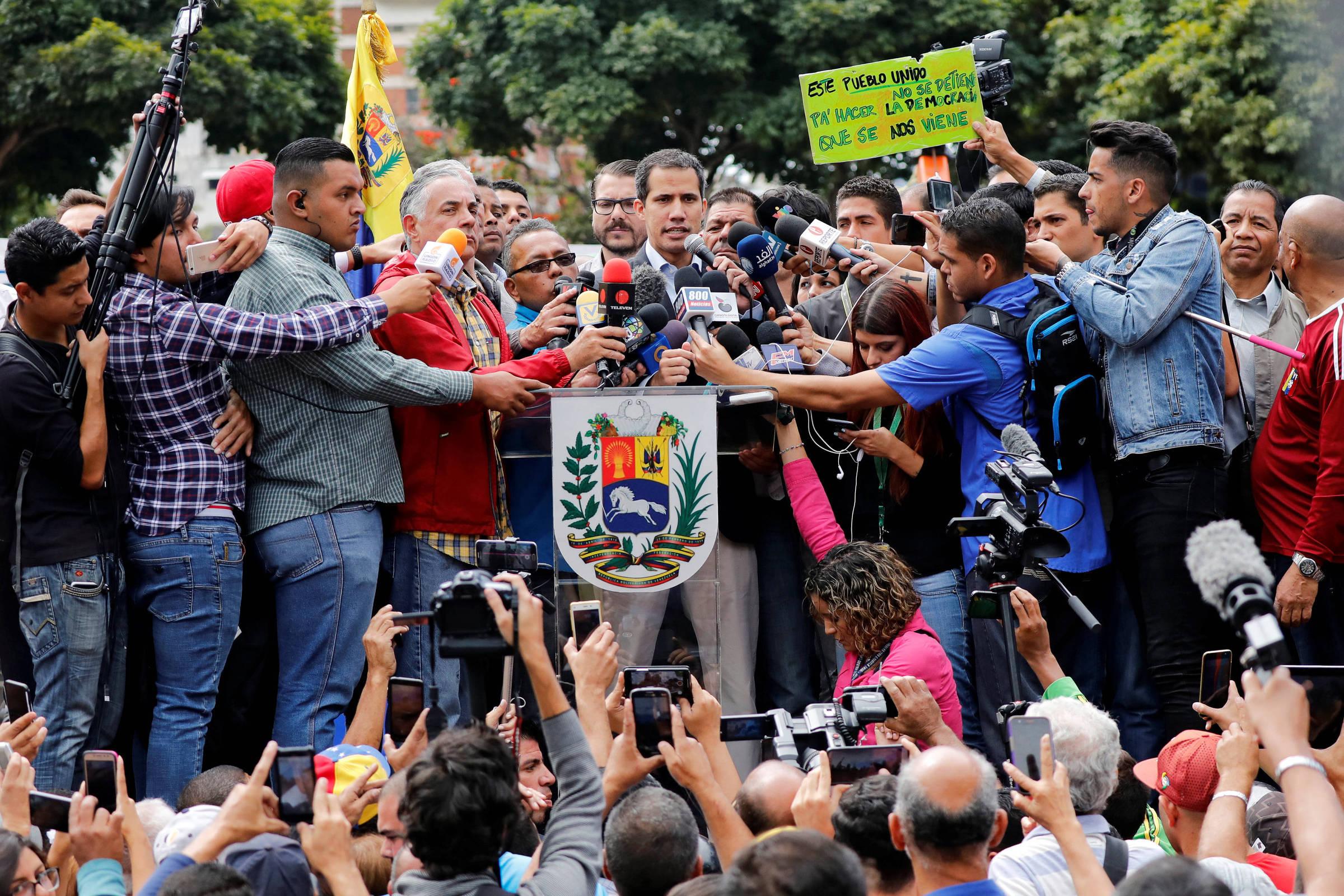 O líder opositor venezuelano Juan Guaidó discursa em evento na capital do país, Caracas