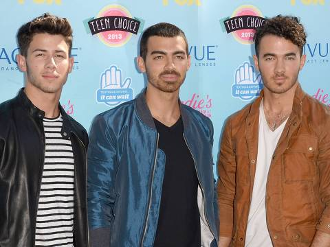 UNIVERSAL CITY, CA - AUGUST 11: (L-R) Musicians Nick Jonas, Joe Jonas and Kevin Jonas of the Jonas Brothers attend the Teen Choice Awards 2013 at Gibson Amphitheatre on August 11, 2013 in Universal City, California.   Jason Merritt/Getty Images/AFP == FOR NEWSPAPERS, INTERNET, TELCOS & TELEVISION USE ONLY ==