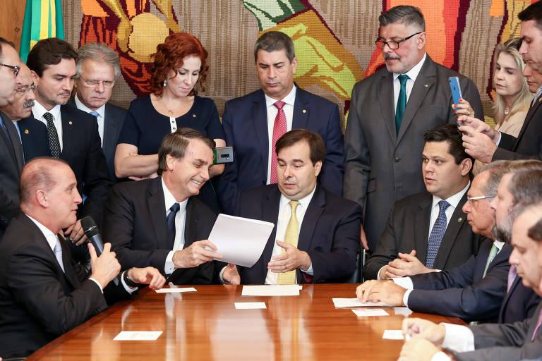 Bolsonaro entrega a reforma da Previdência ao Congresso