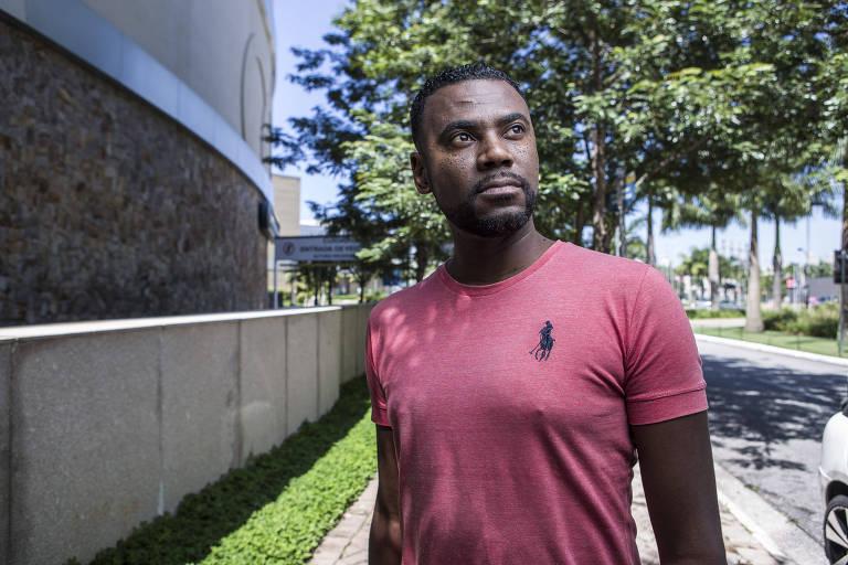João Artur Carvalho da Luz, 37, é motorista de aplicativo e diz que já sofreu racismo durante o trabalho