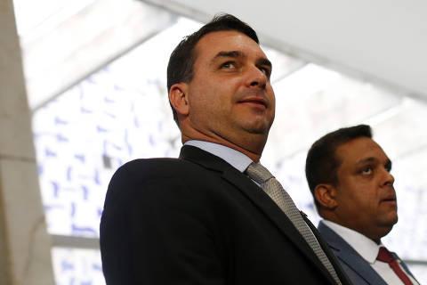 Verba pública beneficiou assessora e parente em gabinete de Flávio Bolsonaro