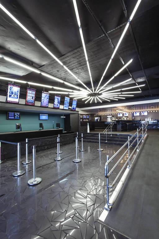 Foyer no cinema Caixa Belas Artes, localizado na rua da Consolação, 2423