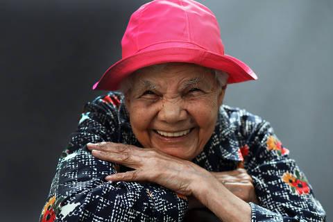 São Paulo SP12 02 2019 .  COTIDIANO Dona Apparecida Oliveira dos Santos tem 106 anos e continua trabalhando. Ela faz excursões e é a guia turística para  idosos da terceira idade-   foto Jorge Araujo 703 FolhaPress ORG XMIT: XX