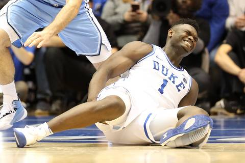 DURHAM, NORTH CAROLINA - FEBRUARY 20: Zion Williamson #1 of the Duke Blue Devils reacts after falling as his shoe breaks against Luke Maye #32 of the North Carolina Tar Heels during their game at Cameron Indoor Stadium on February 20, 2019 in Durham, North Carolina.   Streeter Lecka/Getty Images/AFP