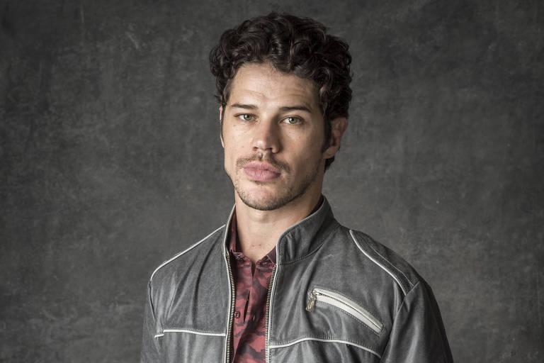 José Loreto como Júnior, de 'O Sétimo Guardião'