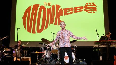 (FILES) In this file photo taken on June 1, 2016, musician Peter Tork of The Monkees performs in New York City. - Tork died on February 21, 2019, according to  a post on his Facebook page and confirmed by his siter Anne Thorkelson. The post did not indicate where or how Tork died. He was 77. (Photo by Matthew Eisman / GETTY IMAGES NORTH AMERICA / AFP)