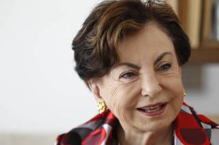 Retrato da atriz Beatriz Segall realizado em sua residência em São Paulo