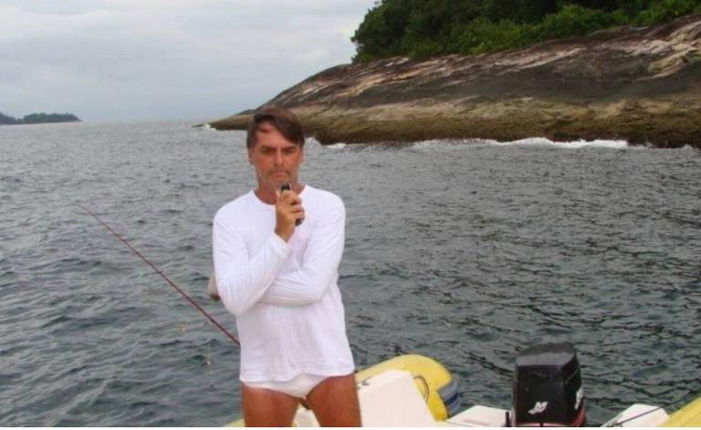 Jair Bolsonaro é autuado por pescar dentro da Estação Ecológica de Tamoios, região de Angra dos Reis (RJ)