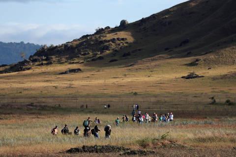 Guaidó assina 'decreto presidencial' para ordenar reabertura de fronteira com o Brasil