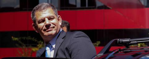 BRASILIA, DF,  BRASIL,  15-02-2019, 12h00: O ministro da Secretaria Geral Gustavo Bebianno entra no carro ao deixar o hotel onde mora, em Brasília. (Foto: Pedro Ladeira/Folhapress, PODER) ***EXCLUSIVO***