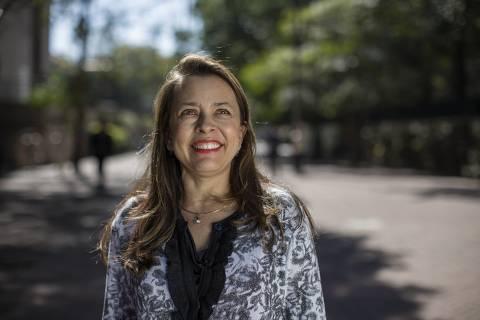 SÃO PAULO, SP, BRASIL, 12-08-2013: Merulla Seagall, 47, ganhadora da 9ª edição do Empreendedor Social, em São Paulo (SP). Ela é mentora da Abrale (Associação Brasileira de Linfoma e Leucemia), que produz e dissemina conhecimento, oferece suporte e mobiliza parceiros para alcançar a excelência e a humanização no cuidado integral de pacientes. (Foto: Renato Stockler/Na Lata). ***DIREITOS RESERVADOS. NÃO PUBLICAR SEM AUTORIZAÇÃO DO DETENTOR DOS DIREITOS AUTORAIS E DE IMAGEM***