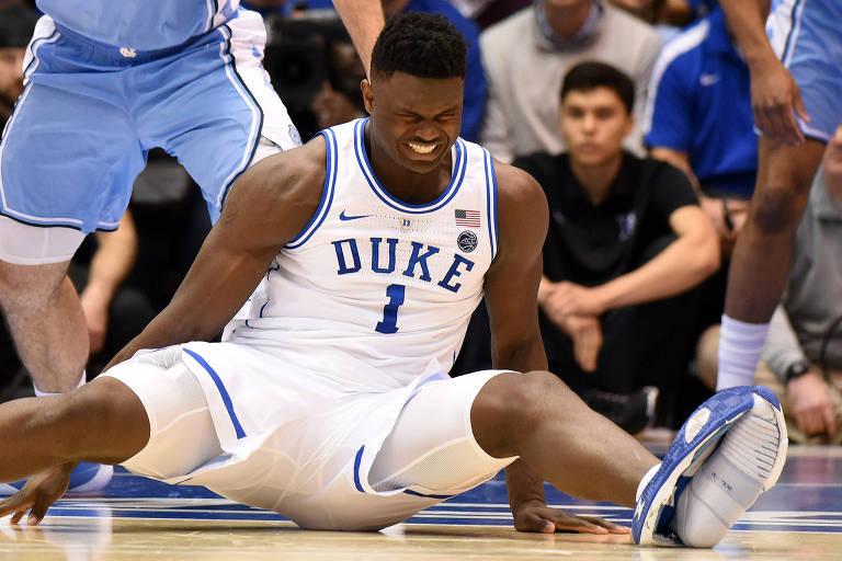 O momento da lesão de Zion Williamson