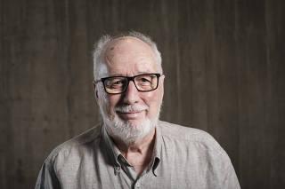 Encontro com Colunistas da FOLHA. 2o Dia. Retrato do jornalista  Clovis Rossi