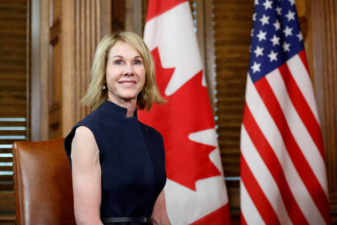 FILE PHOTO: U.S. Ambassador to Canada Kelly Craft takes part in a meeting with Canada's Prime Minister Justin Trudeau in Trudeau's office on Parliament Hill in Ottawa, Ontario, Canada, November 3, 2017. REUTERS/Chris Wattie/File Photo ORG XMIT: FW1