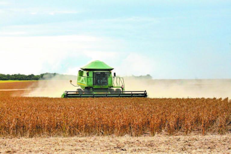 Colheita de soja em Canarana (MT)