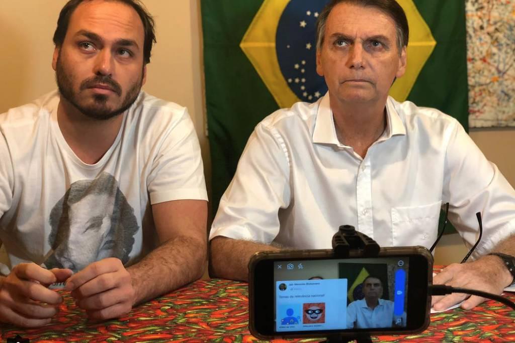 Contas de Carlos Bolsonaro, filho do presidente, somem das redes sociais