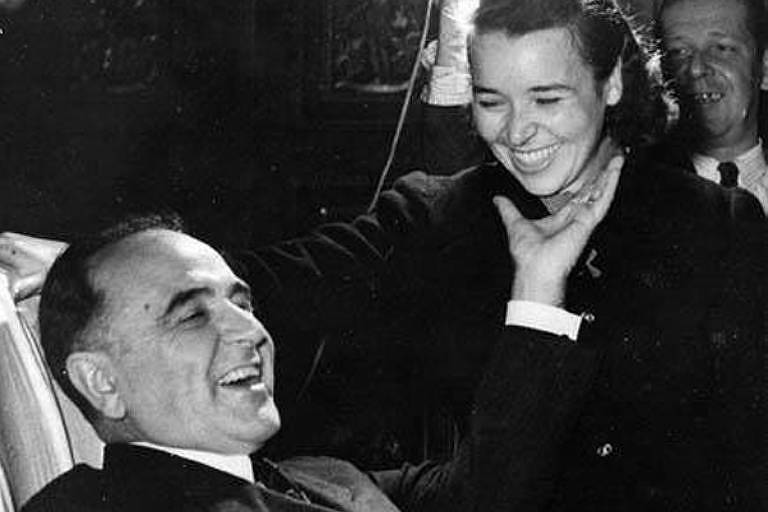 O presidente Getúlio Vargas, tendo ao lado a filha Alzira Vargas do Amaral Peixoto