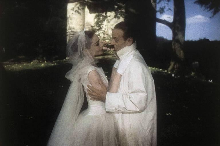 """Audrey Hepburn e Fred Astaire se apaixonam em """"Cinderela em Paris"""" (1957)"""