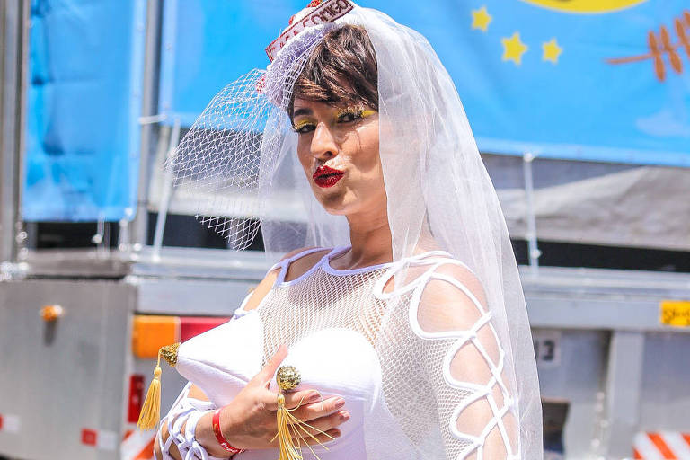 Fernanda Paes Leme, Paolla Oliveira e Erick Jacquin curtem Carnaval de rua em SP; veja fotos