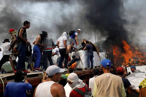 Regime Maduro impede entrada de ajuda e distúrbios deixam mortos e feridos