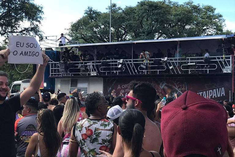 No Anhembi, Gabriel Diniz, dono do hit Jenifer, leva empoderamento feminino a bloco em SP
