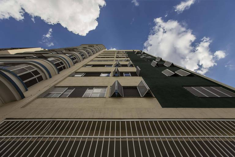 O prédio no centro de São Paulo restaurado pela prefeitura teve 34 apartamentos destinados a aluguel social para ex-moradores de rua já em fase de autonomia