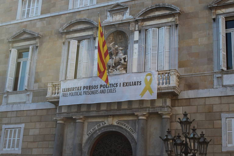 Sede do governo da Catalunha, em Barcelona, pede a liberação de políticos presos