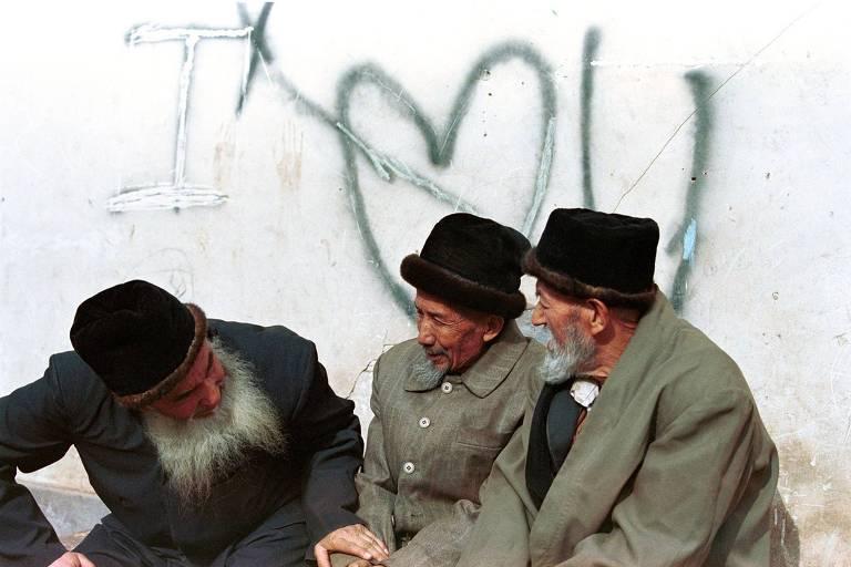 Grupo de uigures em Kashgar, China