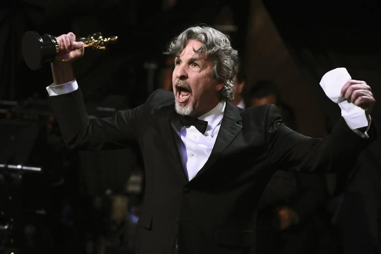 """O diretor Peter Farrelly com o Oscar de 'Green Book"""""""