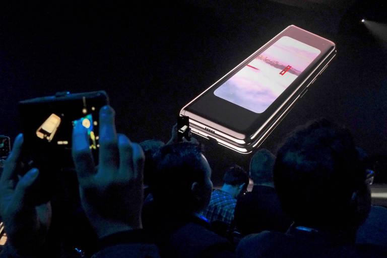 Samsung Galaxy Fold, celular com tela dobrável da sul-coreana; ele deve chegar às lojas americanas em 26 de abril