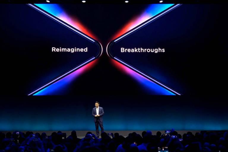 Richard Yu, diretor-executivo de Negócios da Huawei, anuncia celular de tela dobrável da Huawei no MWC, em Barcelona